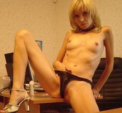 foto-golih-zhenshin-s-razdvinutimi-nogami